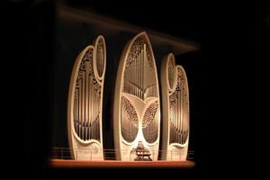 東京芸術劇場パイプオルガンコンサート&荘厳な大聖堂と石造りの洋館見学バスツアー ~日比谷松本楼のプレートランチ付~