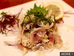 地元の漁師さんも訪れる磯料理屋で海の幸と地酒を堪能