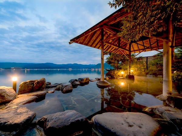 湖上に浮かぶ絶景の宿 はわい温泉 千年亭