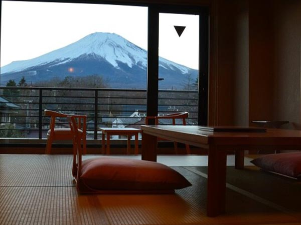 富士と湖の宿 多賀扇