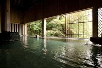 水上唯一の谷川岳を望む絶景と16種の湯巡りの宿 水上館