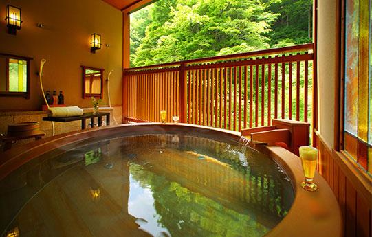 カップル旅 静かに2人だけで過ごせる大人の湯宿で、誕生日や記念日をお祝い